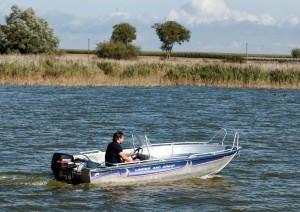 Motorboot Aufs Wasser